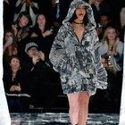 Rihanna podyumun tozunu attırdı