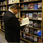 """Başbakan Davutoğlu'ndan """"kitap dedektifi""""ne takdirname"""