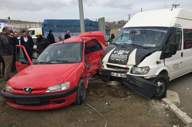 Samsun'da minibüs ile otomobil çarpıştı: 7 yaralı