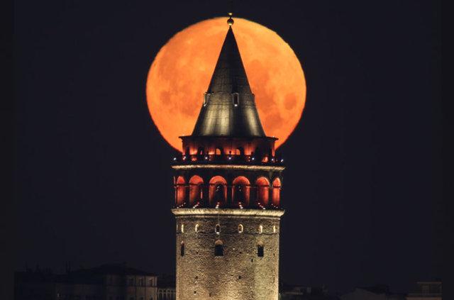 Ay ve Galata gökyüzünde kucaklaştı!
