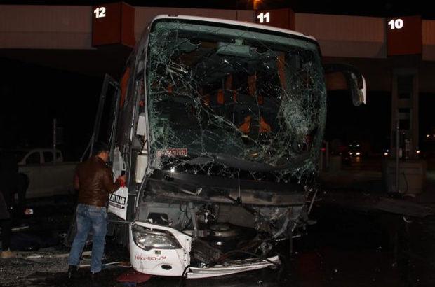 Aydın'da aynı gişeye girmeye çalışan iki otobüs çarpıştı: 1 ölü 29 yaralı