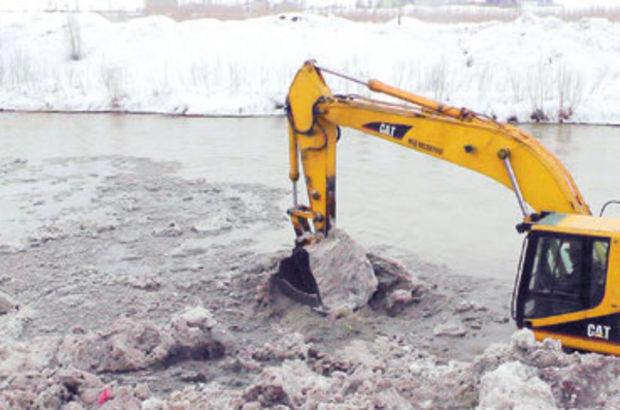 Muş'ta yağan kar ağır hasara yol açtı