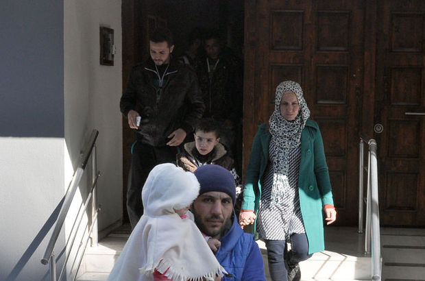 İzmir'de göçmen kaçakçılığı operasyonu: 2 gözaltı