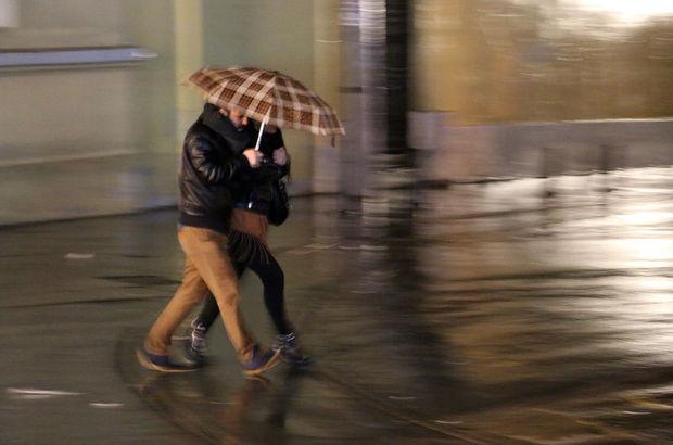 İstanbul'da gece saatlerinde sağanak yağmur etkili oldu