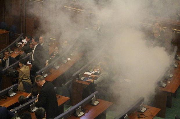 Kosova Meclisi'nde biber gazı atıldı