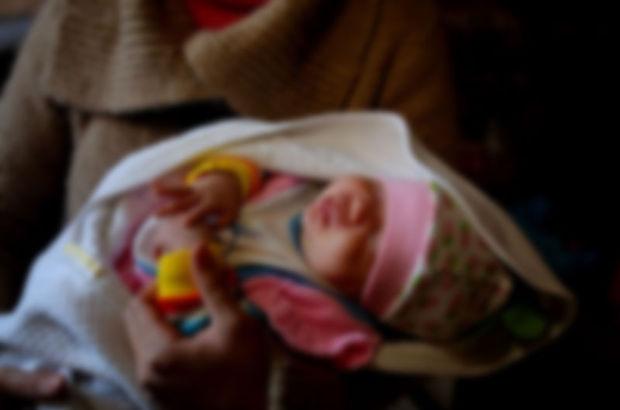Danimarka'da belediye yeni doğan bebeğini Türk ailenin elinden aldı