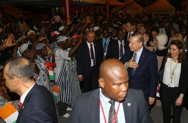 Erdoğan'a Fildişi'nde renkli karşılama