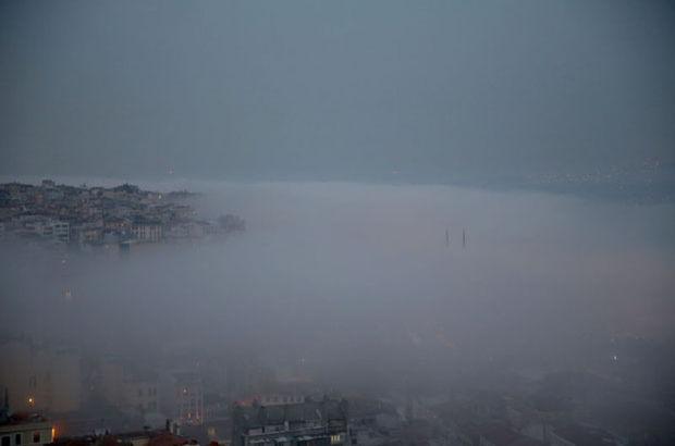 İstanbulda sis etkisini arttırdı görüş mesafesi 20 metreye kadar düştü.bir çok ulaşımda aksamalar meydana geldi