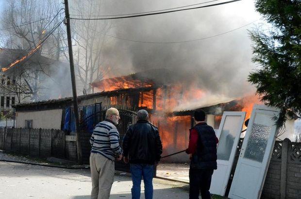 Sakarya'da tek katlı evde yangın