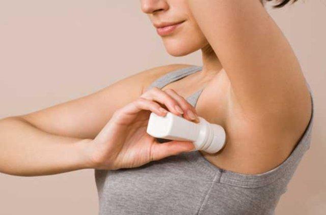 Deodorantlar ve ter önleyiciler meme kanserine neden olabiliyor!