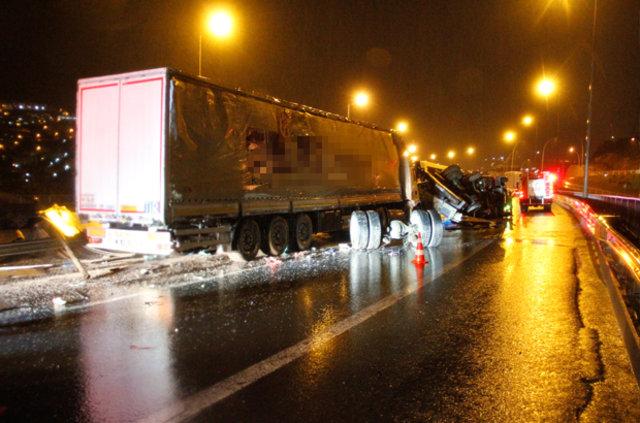 İzmit'te 4 araç birbirine girdi, 5 kişi yaralandı