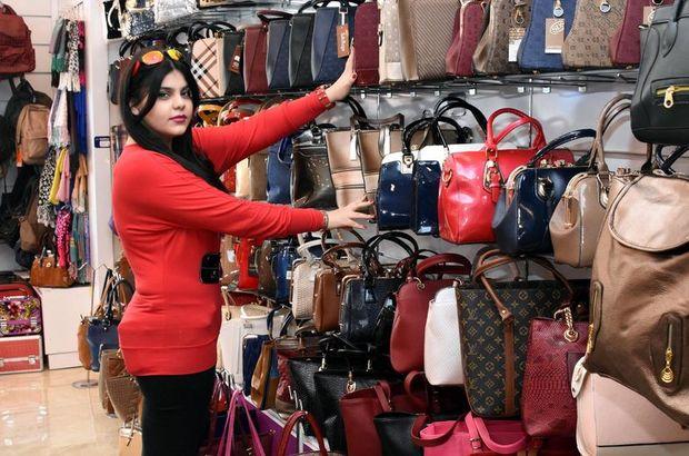 İranlı turistler Vanlı esnafın yüzünü güldürdü