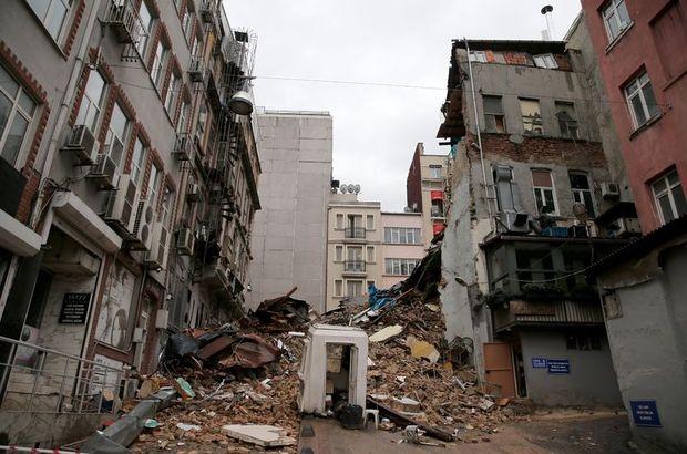 Yıkılan binalar arasında insanlar yaşıyor