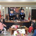 Minik öğrencilerden emniyete Polis Haftası ziyareti