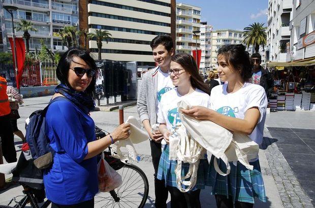 Konak'ta naylon poşete karşı bez torba dağıttılar