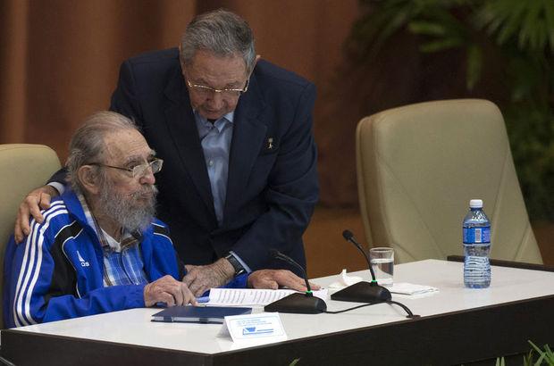 Raul Castro, yeniden Komünist Partisi'nin lideri seçildi