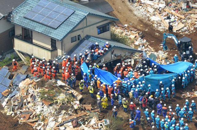 Deprem otomobil devlerini de vurdu