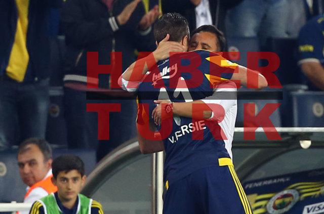 Van Persie, Pereira'ya neden sarıldı?