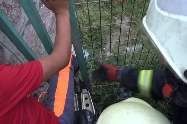 Ayağı sıkışan çocuğu itfaiye kurtardı