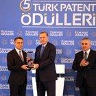AFAD ödülünü Cumhurbaşkanı Erdoğan'ın elinden aldı