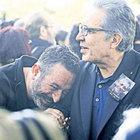 Cem Yılmaz, Attila Özdemiroğlu'nun cenazesindeki fotoğrafla ilgili konuştu