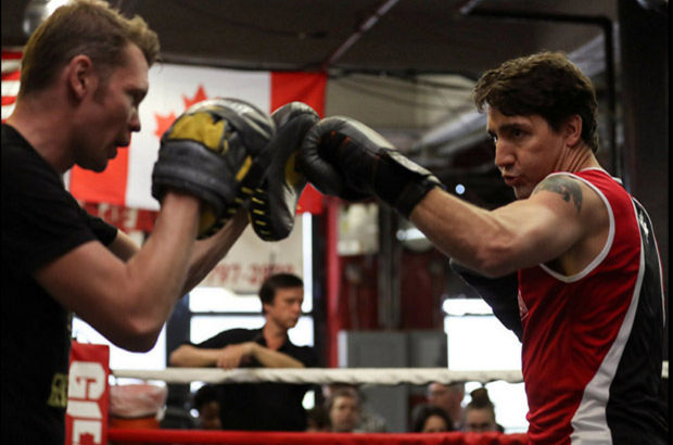 Kanada Başbakanı boks salonunda hünerlerini gösterdi
