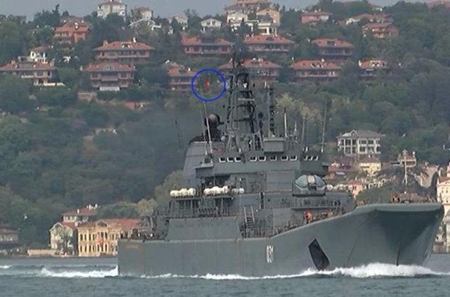 Türk bayrağı dalgalandırdı