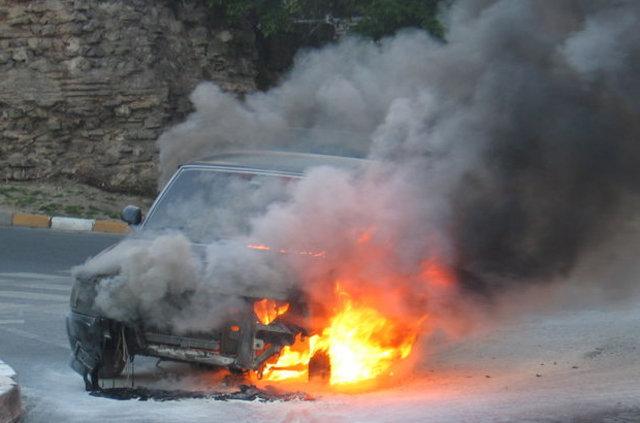 Vatan Caddesi'nde otomobil yangını paniğe yol açtı