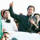 Pakistan'da muhalif Khan 'Panama' silahını çekti