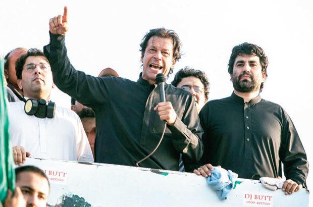 Muhalif Khan 'Panama' silahını çekti