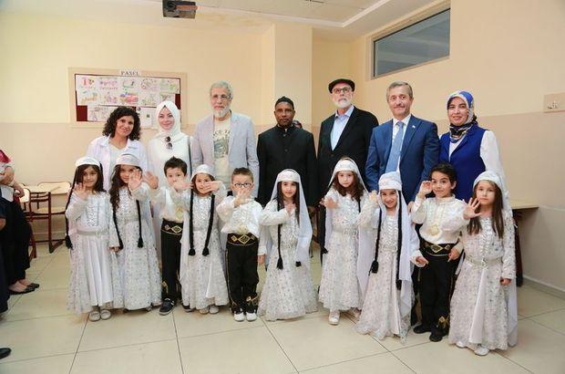 Sefure Davutoğlu ve Yusuf İslam Suriyeli çocukları ziyaret edip bilgi aldı