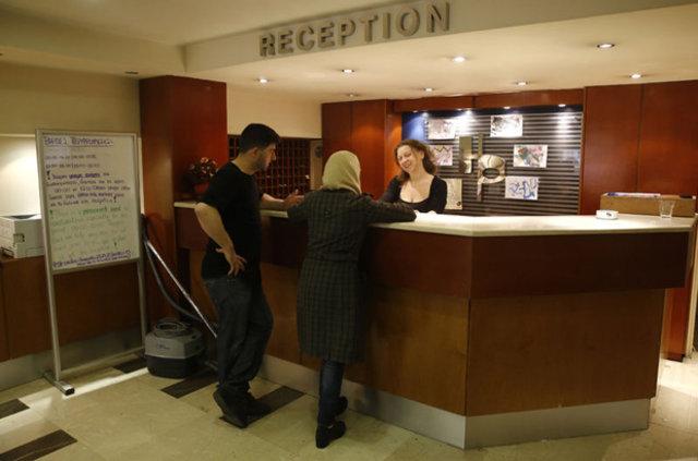 Atina'da mülteciler oteli işgal etti