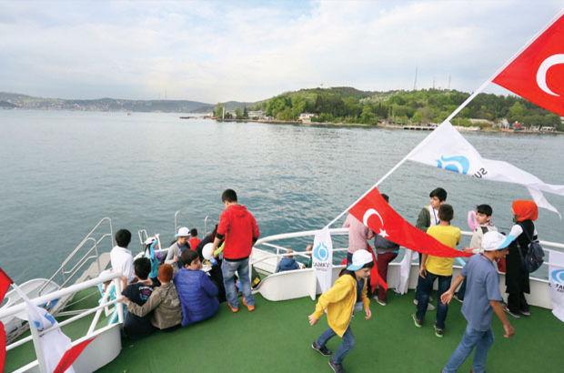 İstanbul'da yetimlere Boğaz turu