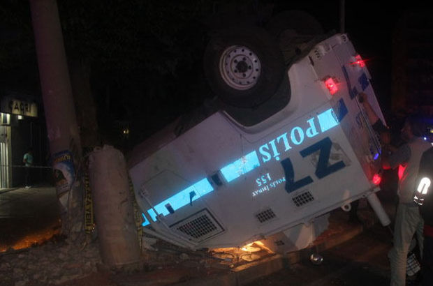 Diyarbakır'da zırhlı polis aracı kaza yaptı