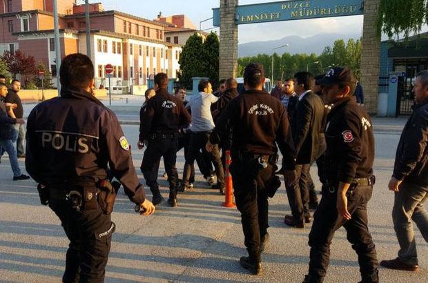 Polis biber gazıyla ayırdı