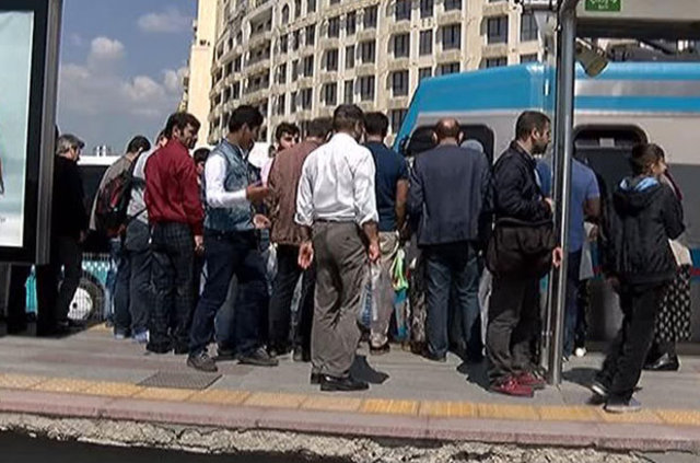 Metris Tramvay durağında baygınlık geçiren kadın tramvayın altında sürüklendi