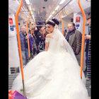 Almanya'da metrodaki Türk gelini 'kaçıyor' sanmışlar