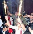 Avrupa �ampiyonu olan Galatasaray Basketbol Tak�m� oyuncular� ve teknik ekibi ba�ar�lar�n� Ortak�y Circus Kul�p�te kutlad�