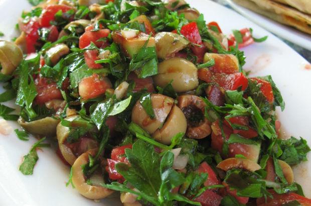 Biberli ve domatesli iç bakla nasıl yapılır?