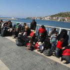 Dikili'de 75 kaçak göçmen yakalandı