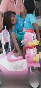 Taylandlı yapışık ikizlerin duygusal hikayesi!