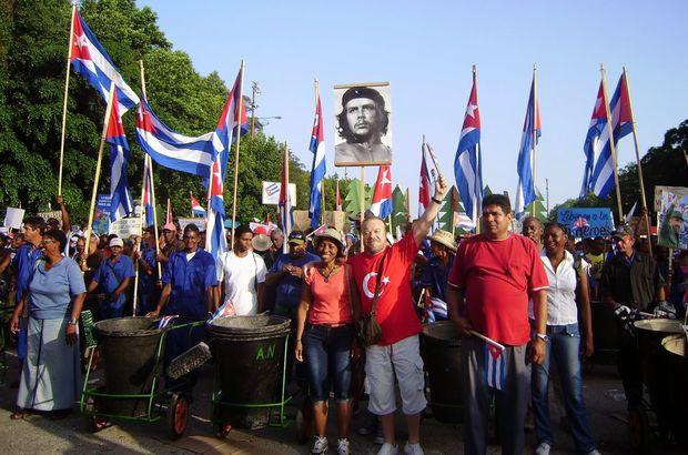 2 bin Türk bugün Küba'da meydanlarda
