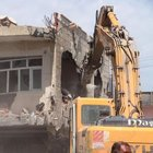 İdil'de hasar gören 600 evin yıkımına başlandı