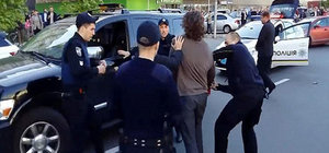 Madalyalı güreşçiyi yedi polis güçlükle kontrol altına aldı