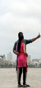 Hindistan'da selfie çeken genç kendisini vurdu