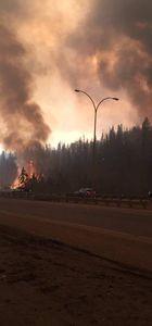 Kanada'da orman yangını şehri etkisi altına aldı