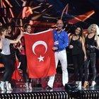 Türk bayrağı sahnede