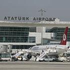 Atatürk Havalimanı'nda saçlarını yürüyen banda kaptırdı