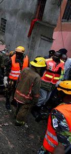 Kenya'da bir kadın çöken binanın enkazından kurtarıldı