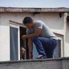 Sinop'ta çatıya çıkan genç intihara teşebbüs etti